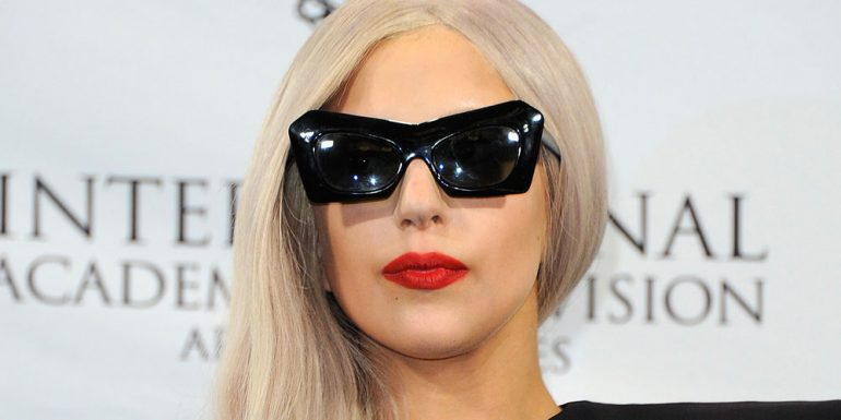 ¡OMG! Lady Gaga sale de shopping sin pantalones