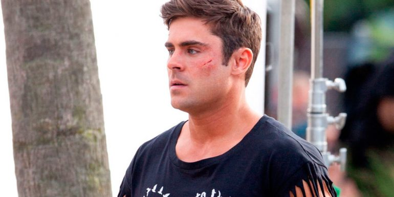 Así se ve Zac Efron con un crop top...