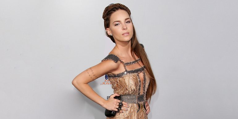 Belinda corre a una fan de su concierto + (VIDEO)