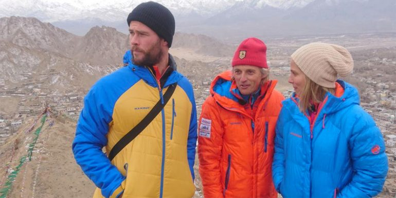 Chris Hemsworth se enferma gravemente al intentar escalar el Himalaya