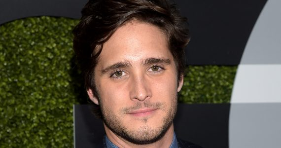 Diego Boneta se ve mega HOT en su nuevo video
