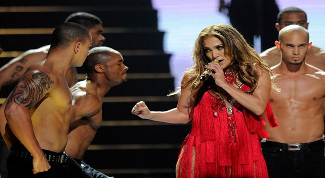 Jennifer Lopez en concierto Papi (Live At IHeart Radio 2011)