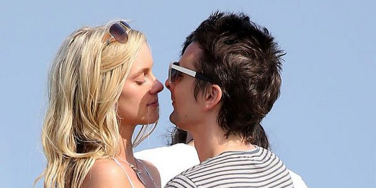 Matthew Bellamy encuentra el amor en una guapí­sima 'top model'